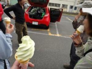 最後はみんなで梨ソフトクリーム。お疲れ様でした♪